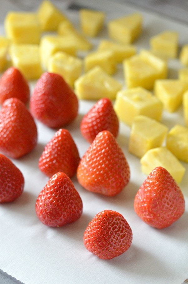 How To Freeze Strawberries | How To Freeze Fruits and Veggies! These tips are great for when making smoothies, nice cream or just for preserving to snack.