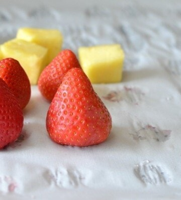How To Freeze Strawberries   How To Freeze Fruits and Veggies! These tips are great for when making smoothies, nice cream or just for preserving to snack.