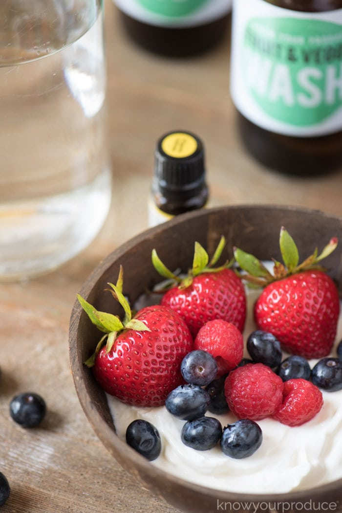 diy veggie cleaner berry yogurt breakfast bowl