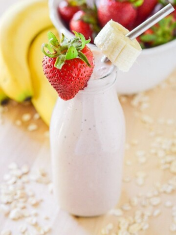 strawberry banana oatmeal breakfast smoothie know your produce