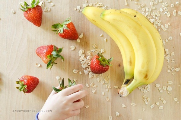 Strawberry Banana Oatmeal Breakfast Smoothie ingredients