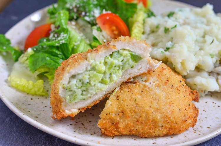 Creamy and delicious Roasted Garlic Mashed Potatoes goes perfectly with Barber Foods Broccoli and Cheese Chicken to make a complete meal for the entire family in less than 40 minutes!