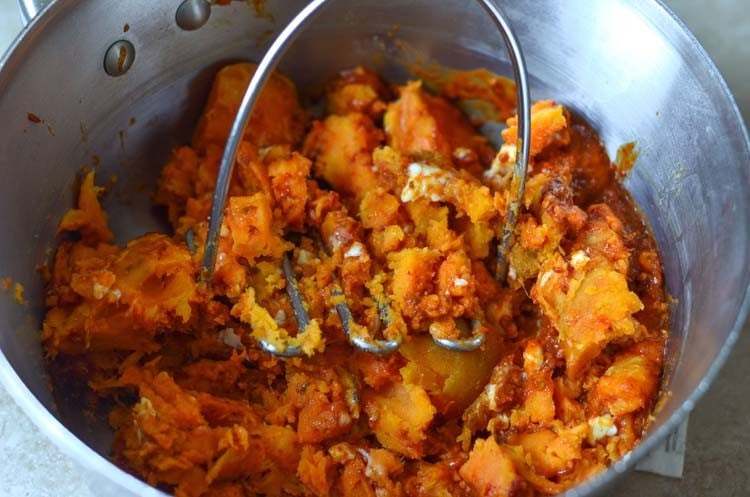 Switch the sweet for spicy this Thanksgiving with our Chipotle Mashed Sweet Potatoes. Simple side dish for holiday entertaining.