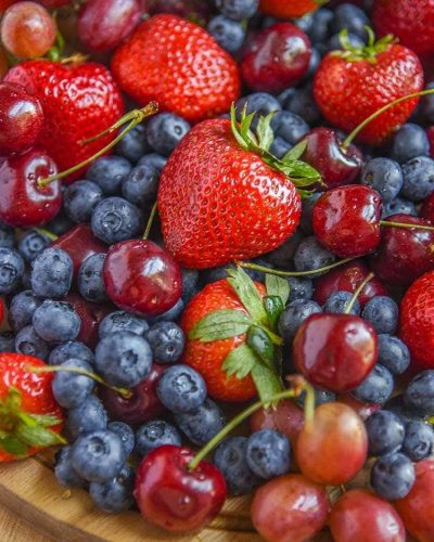 Healthy Eating Tips for shopping and food prep // buying in bulk Berry Platter