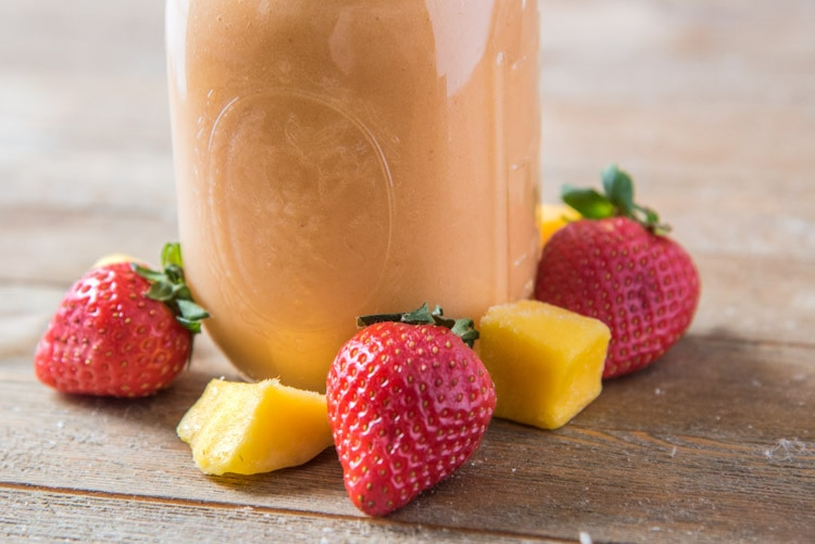 Strawberry mango smoothie