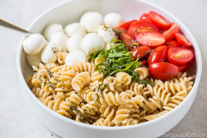 how to make caprese pasta salad