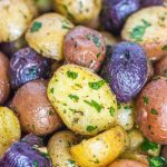 roasted baby potatoes with garlic and parlsey