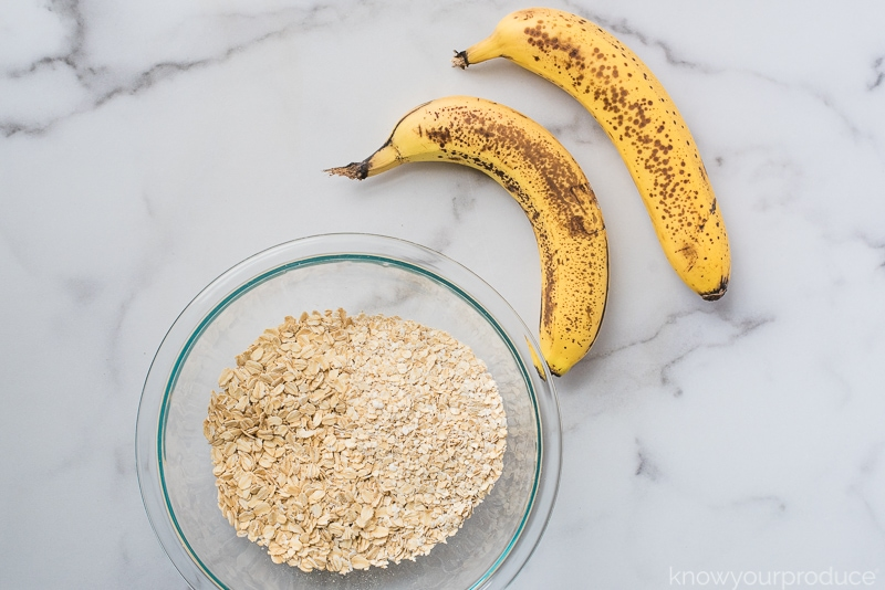 2 ripe bananas for baking and rolled oats in a glass bowl